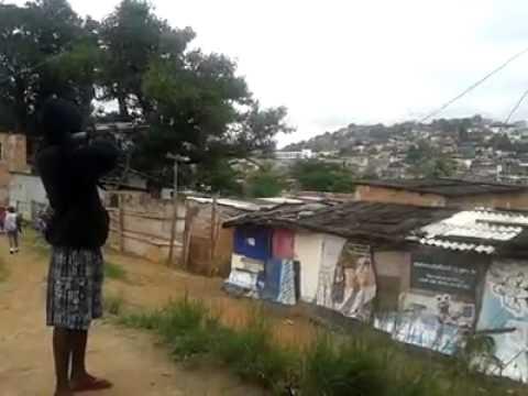 Bandido atirando a esmo no Complexo da Pedreira