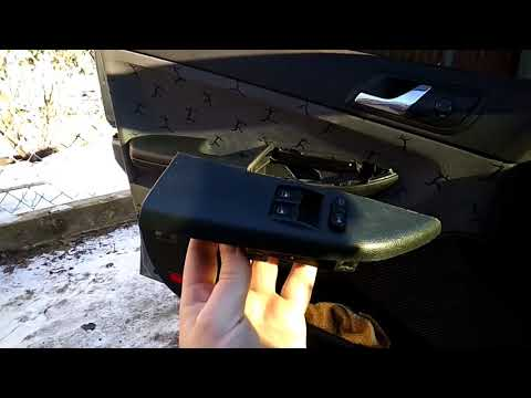 Шкода фабия 1.2 2003 года ремонт кнопки стеклоподъемника VAG. Skoda Fabia