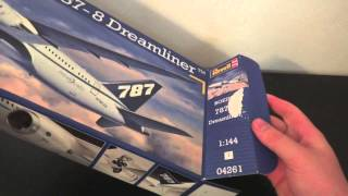 getlinkyoutube.com-Boeing 787 Dreamliner Revell Unboxing