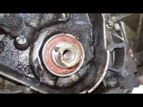 Течь масла из под переднего сальника коленвала ВАЗ 2114  ,как поменять сальник  !
