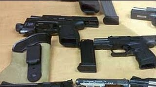 getlinkyoutube.com-99 pistols seized from a car in Delhi