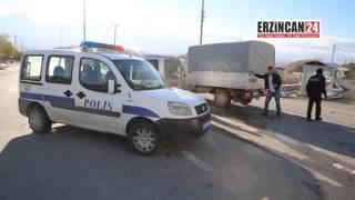 Polis Aracı Kamyonet İle Çarpıştı: 2 Yaralı