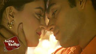 getlinkyoutube.com-Nandini Krish HOT BED SCENE after MARRIAGE | Balika Vadhu