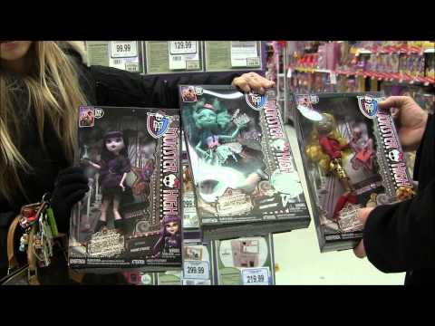 MONSTER HIGH DOLL HUNTING FOR FRIGHTS CAMERA ACTION! NEW STARS IN TOYS R US CANADA VIDEO!!! :D
