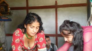 desi girl showing b**bs boobs cleavage by mistake in diwali tikka