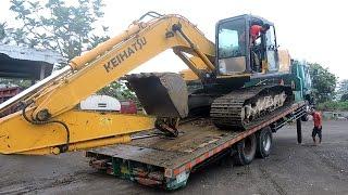 getlinkyoutube.com-Fuso Self Loader Truck Transporting Excavator