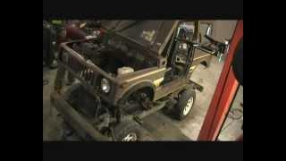 getlinkyoutube.com-Suzuki SJ 410 Restoration Part 3 - Body off the Chassis