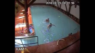 Szybka reakcja ratownika na basenie. Uratowanie tonącego dziecka