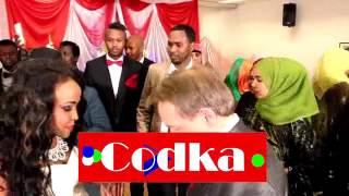 getlinkyoutube.com-Aroos is dhex galka dhaqamada / Somali and Swedish.