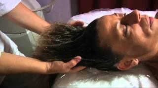 getlinkyoutube.com-Shirodara e massaggio con digito pressione al cuoio capelluto