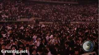getlinkyoutube.com-93,000 Jews Dancing at Siyum Hashas