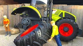 getlinkyoutube.com-BRUDER TOYS CLAAS Axion 950  New tractor 2016