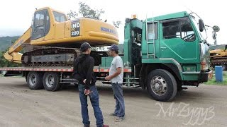 getlinkyoutube.com-Fuso Self Loader Trucking Heavy Equipment Transport Komatsu PC200 CAT 320D Excavator