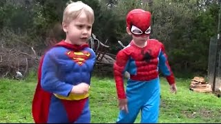 getlinkyoutube.com-Little Superheroes - Spiderman and Superman Outdoor Adventure