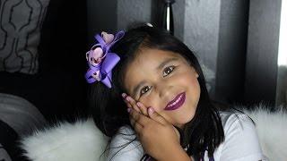 Niña de 6 años se maquilla como profesional ..