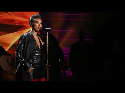 Jennifer Hudson Performs 'Remember Me'