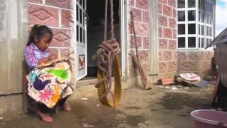 """getlinkyoutube.com-Bordando Vidas. Documental sobre artesanas bordadoras de """"Tenangos"""""""