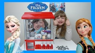 getlinkyoutube.com-Frozen Claw Machine Game Toy Challenge Candy Grabber Frozen Surprise Eggs + Toys Candy