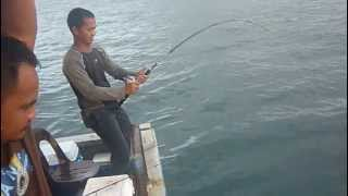 getlinkyoutube.com-Eke Memancing ikan kerapu di perairan Sazali Sabah pada 5 Januari 2013.