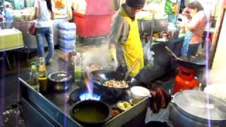 getlinkyoutube.com-Famous Fire Wok Man of Thonglor Soi 38 Cheap Tasty Street Hawker Food Stall - Phil in Bangkok