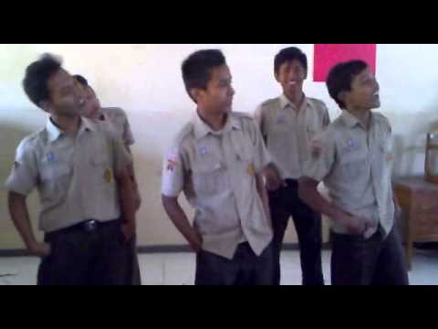 [NGAKAK] Video Lucu Anak SMA Menirukan BRUNO MARS - Lazy Song
