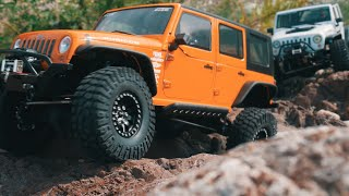 getlinkyoutube.com-Axial SCX10 Jeep Wrangler (white,orange) Rock Crawling_#1