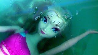 getlinkyoutube.com-Elsa Transforms in Little Mermaid Elsa Swimming Underwater in Slime Baff Frozen Bath Water Toys