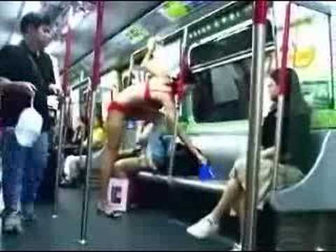 a woman change clothes in the subway!