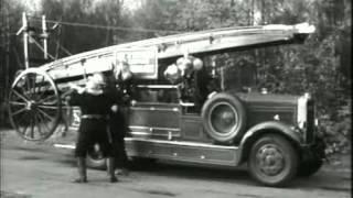 getlinkyoutube.com-Benny Hill [Fireman Service]