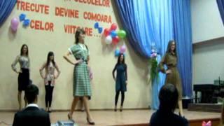 getlinkyoutube.com-moda anilor 80.intilnirea cu absolventii 2012 singera cl-a XII-a B''