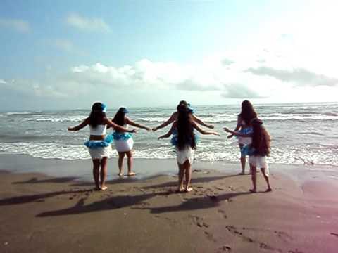 otea niñas de diana ledesma en la playa