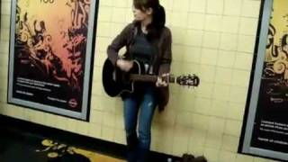 getlinkyoutube.com-Amazing girl singing & playing in subway station