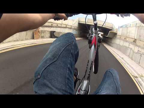 Cortando giro e empinando de Bike rebaixada kkk