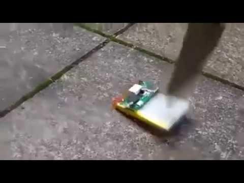 Bateria de celular pega fogo com facadas