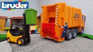 getlinkyoutube.com-BRUDER toys GARBAGE truck at work!