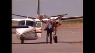 getlinkyoutube.com-Bob Hoover Shrike Aero Commander in Denver, 1986