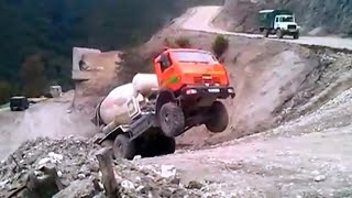 getlinkyoutube.com-#7 Funny road accidents , cool truck , funny tractor , funny car , funny video