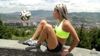 getlinkyoutube.com-Fútbol Freestyle Con Daniela Henao | iSocial