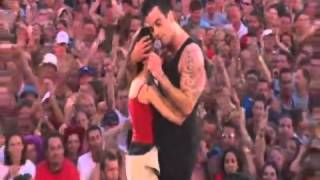 getlinkyoutube.com-Robbie Williams live at Knebworth Come Undone