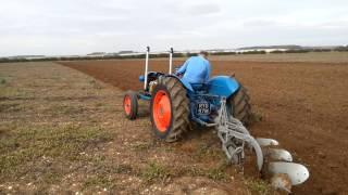 getlinkyoutube.com-Fordson v8 dexta ploughing