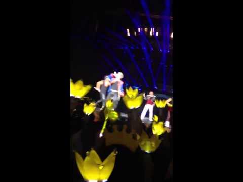 BIGBANG - Fantastic Baby (2012.10.20 Alive Tour in Taiwan)