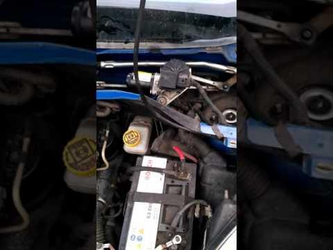 Где предохранитель омывателя лобового стекла в Ford C-MAX