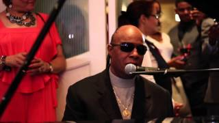 getlinkyoutube.com-Stevie Wonder - Ribbon in the Sky (Rare 2015 Wedding Performance)