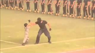الأمير محمد بن نايف يعجب بأداء طفل عسكري