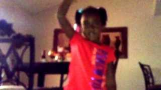 getlinkyoutube.com-Youngkash little sister doing her thing body party
