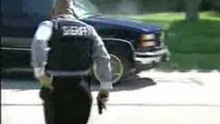 getlinkyoutube.com-SWAT open fire on fleeing drug dealer