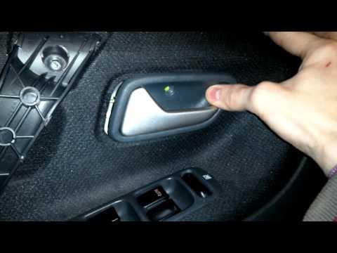 Как снять внутреннюю обшивку и ручку открытия двери Сузуки Лиана