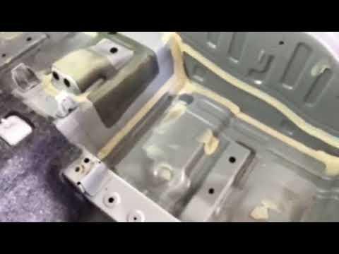 Renault Koleos - проглядываются следы заводской шумоизоляции, которой здесь очень мало