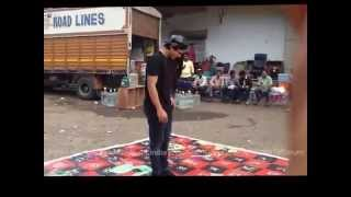 getlinkyoutube.com-Kaisi Ye Yaariyan Team plays snakes & ladder game