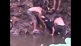 getlinkyoutube.com-Penemuan Mayat anyut diciliwung